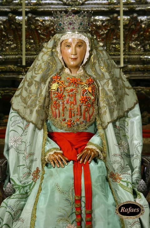 Besamanos a la virgen de los reyes patrona de sevilla for Mudanzas virgen de los reyes
